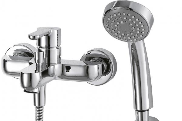 Смеситель для ванны короткий излив BRAVAT Stream F63783C-B